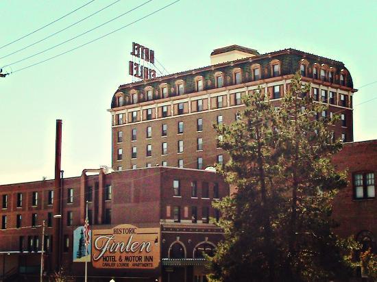 Finlen Hotel and Motor Inn: Outside Hotel Finlen
