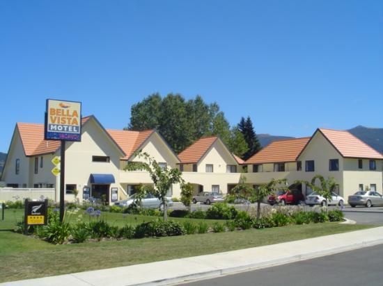 Bella Vista Motel: Bella Vista Outside