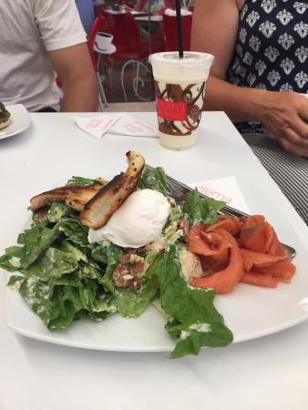 Robina, Australia: Healthy eating all over this modern mall