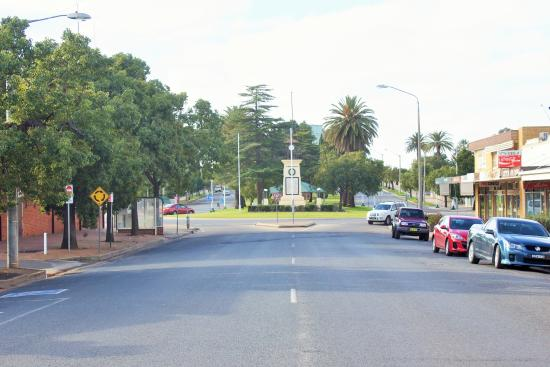 Town Centre Motel : Wade Avenue in the heart of Leeton