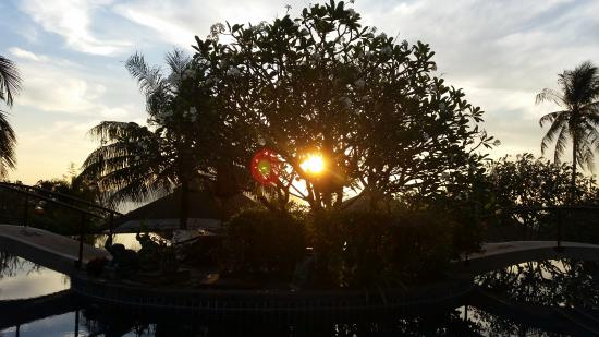 Mangosteen Resort & Ayurveda Spa: Sunrise over Mangosteen Pool