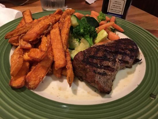 Royal Palm Beach, FL: Steak and sweet potato fries.