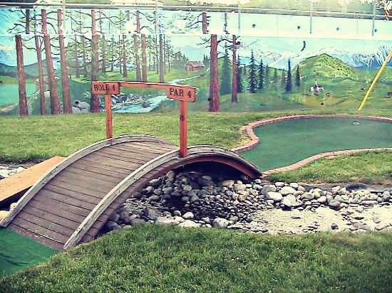 Elizabeth Lake Lodge: Golf Course : Hole 4