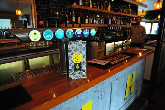 Upper Hutt, Nouvelle-Zélande : Beers on Tap at Trentham Messhall