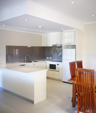 Seashells Broome: 2 Bedroom Apartment Kitchen