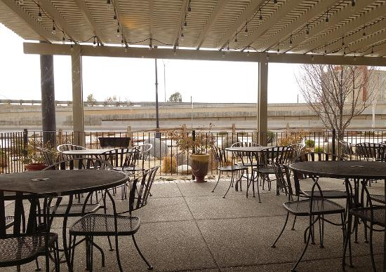 BJ's Nevada Barbecue Company: Outdoor dining as well.