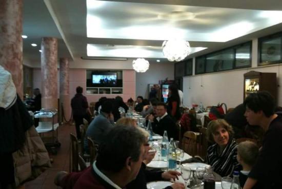 Moie di Maiolati, Itália: Salone interno