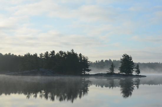 Britt, Канада: Gurd Lake early morning.