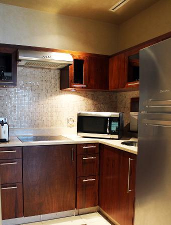 Hyatt Regency Al Kout Mall: Premium Suite kitchen