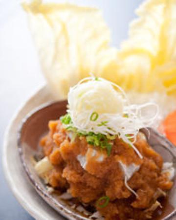 Yakifugu Yumeteppo: おろしポン酢とふぐを白菜で包む。 活とら「ふぐぶつ」