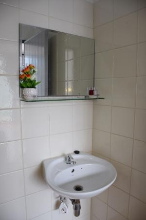 Stanley's Guesthouse: Sink