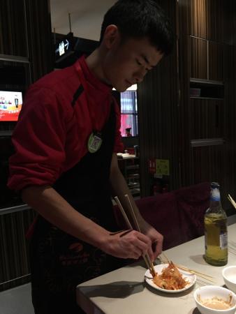 Haidilao Hot Pot (Zhu YingXing Guang Cheng): Отличный ресторан в модном районе!