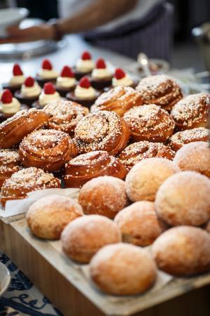 Millesgarden Lanthandel: Nybakta brownies, bullar och munkar