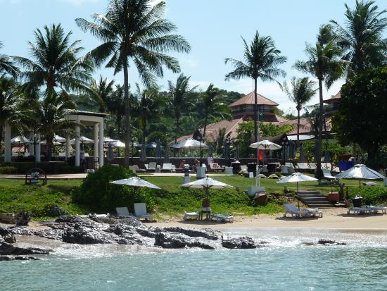 Rawi Warin Resort & Spa: вид на отель со стороны моря
