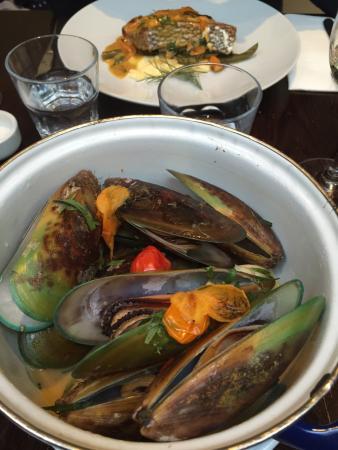 Fishbone Bar & Grill: photo0.jpg