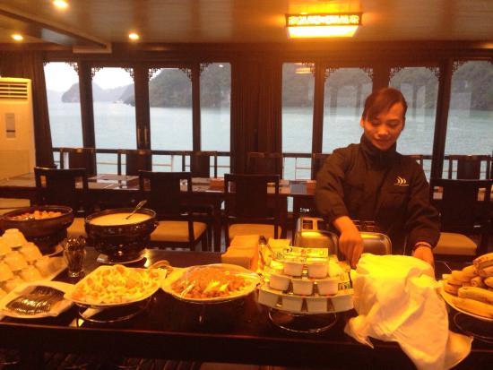 Pelican Cruises Day Tours Halong Bay: Pélican Cruise