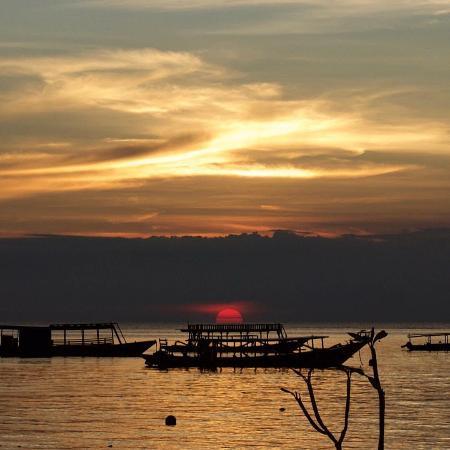 Oceans 5 Dive Resort: Sunset over Lombok