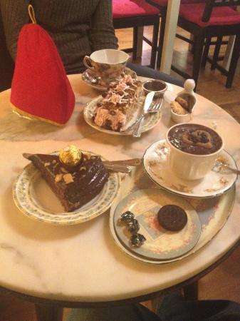 Tarta de Ferrero Rocher y chocolate con Oreo