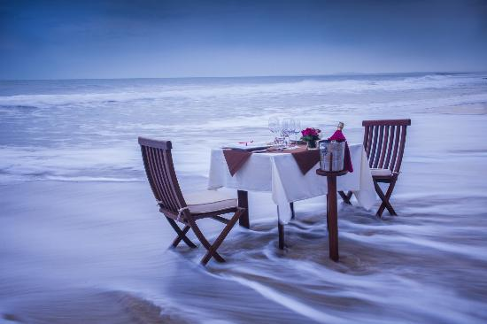 Victoria Phan Thiet Beach Resort & Spa: Candlelight Dinner by the Beach