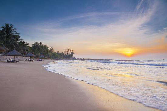 Victoria Phan Thiet Beach Resort & Spa: Sunrise at the beach