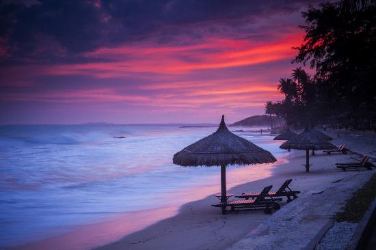 Victoria Phan Thiet Beach Resort & Spa: Sunset at the beach