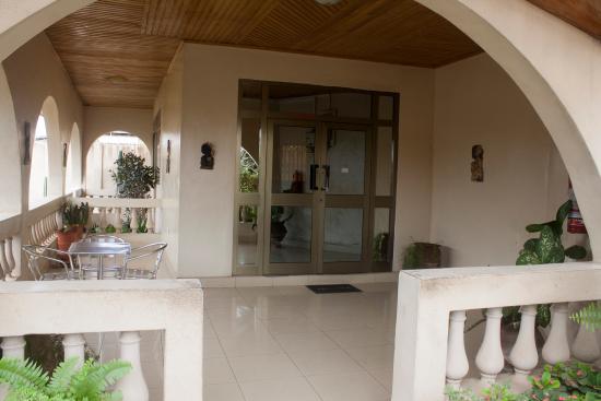 Elmeiz Place Guest House: Entrance