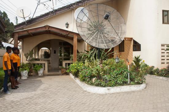 Elmeiz Place Guest House: Front Entrance