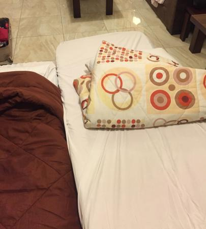 Raouche Hotel Apartments: Extra bed kids