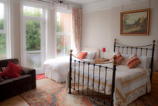 Eve's Bed And Breakfast: The Gardenia Room