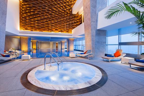 Hilton Chengdu: Top Floor Swimming Pool 楼顶泳池