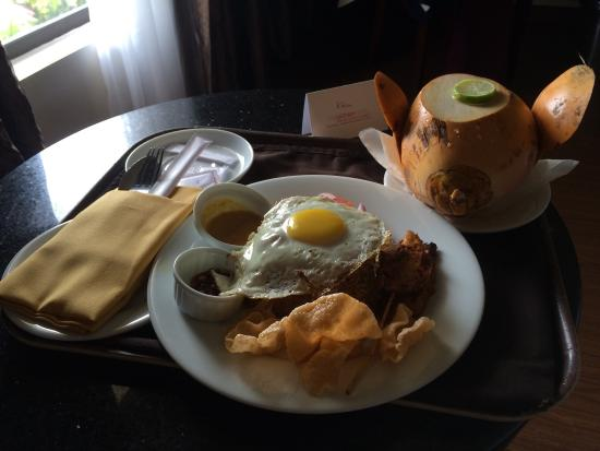 The Gateway Hotel Airport Garden: Nasi goreng with King coconut