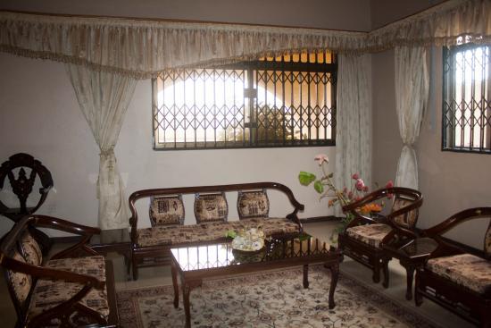 Elmeiz Place Guest House: Lounge