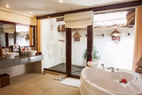 Victoria Phan Thiet Beach Resort & Spa: Garden View Bungalow - Bathroom