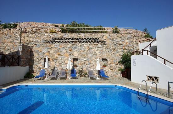 Reggina's Apartments: swimming pool