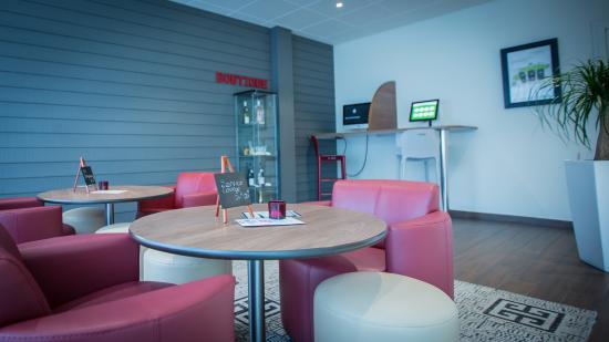 """Campanile Dijon - Congres - Clemenceau: Espace lounge bar """"Le Café"""""""