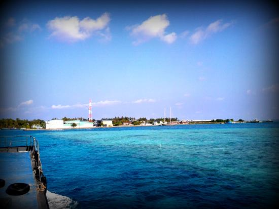 Kanbili Guest House: View on the way to Himmafushi