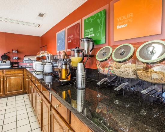 Red Roof Inn & Suites Oxford: Breakfast Area