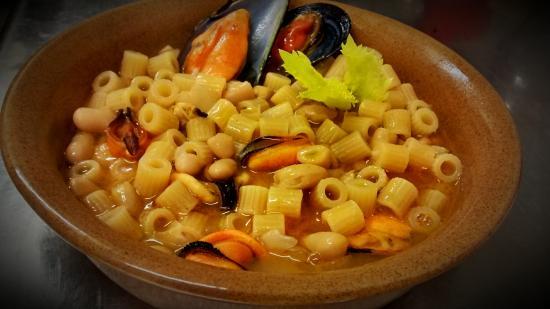 Paciano, Italien: Pasta, fagioli e cozze