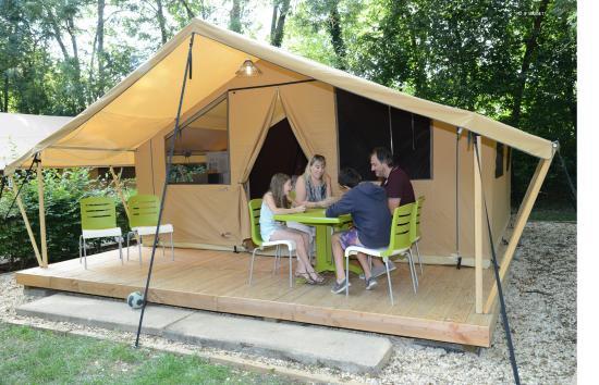 location la plaine tonique tente safari picture of camping la plaine tonique montrevel en. Black Bedroom Furniture Sets. Home Design Ideas