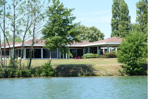 Montrevel-en-Bresse, فرنسا: Restaurant sur place