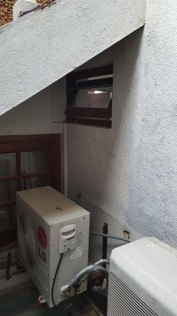 Ocean View Guest House : Bathroom window with noisy AC condenser units