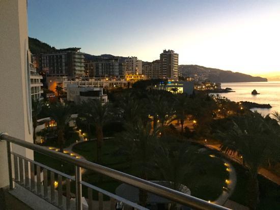 Lti Pestana Grand: Vue de la chambre 1404 et jardin de l'hôtel