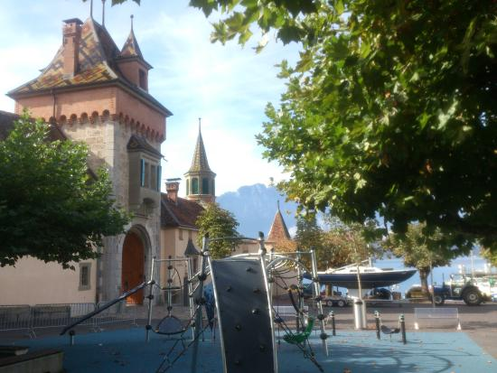 Oberhofen am Thunersee - Restaurant Schloss Oberhofen - children's playground with castle / harb