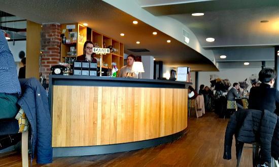 media-cdn.tripadvisor.com/media/photo-s/0a/27/cf/b8/bar-caisse-en-ilot-central