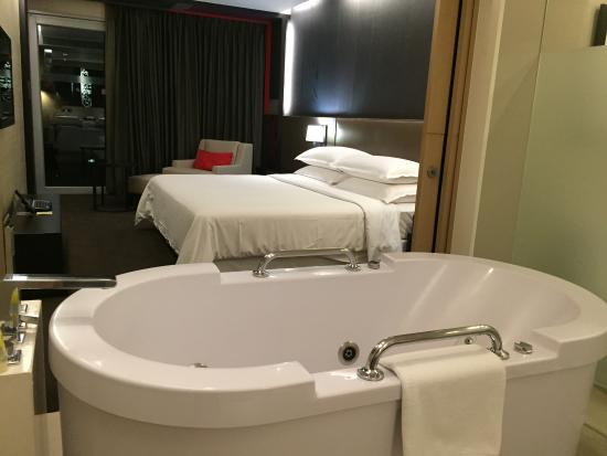 Four Points By Sheraton Bangkok, Sukhumvit 15 Photo