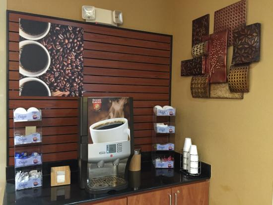 La Quinta Inn & Suites Columbus West - Hilliard: 24/7 Coffee Station