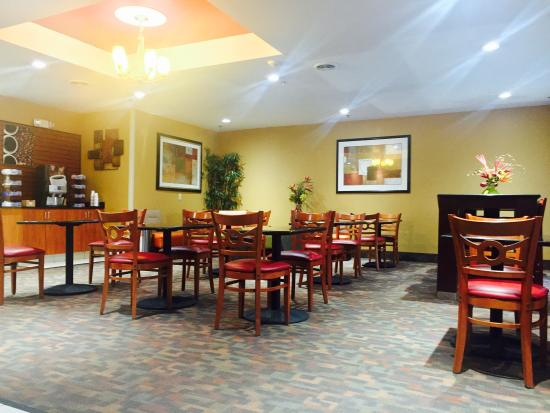 La Quinta Inn & Suites Columbus West - Hilliard: Breakfast Area