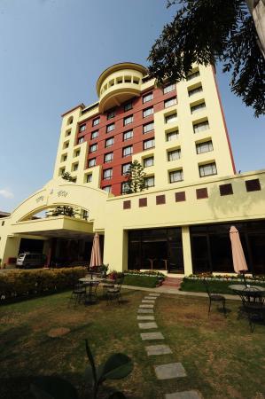 Grand Hotel Kathmandu: Facade