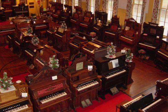Hanover, MI: Over 100 fully restored and working antique reed organs