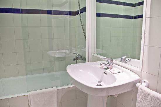 Hotel Club La Noria: baño